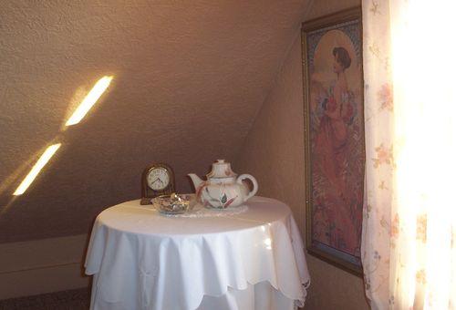 South gable tea table