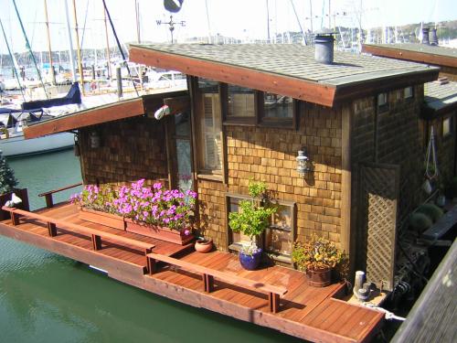 Boat living 2